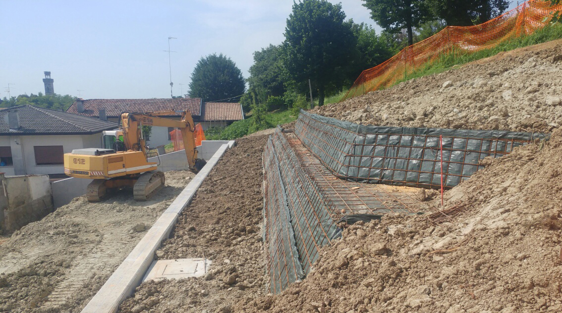 Elements for retaining walls