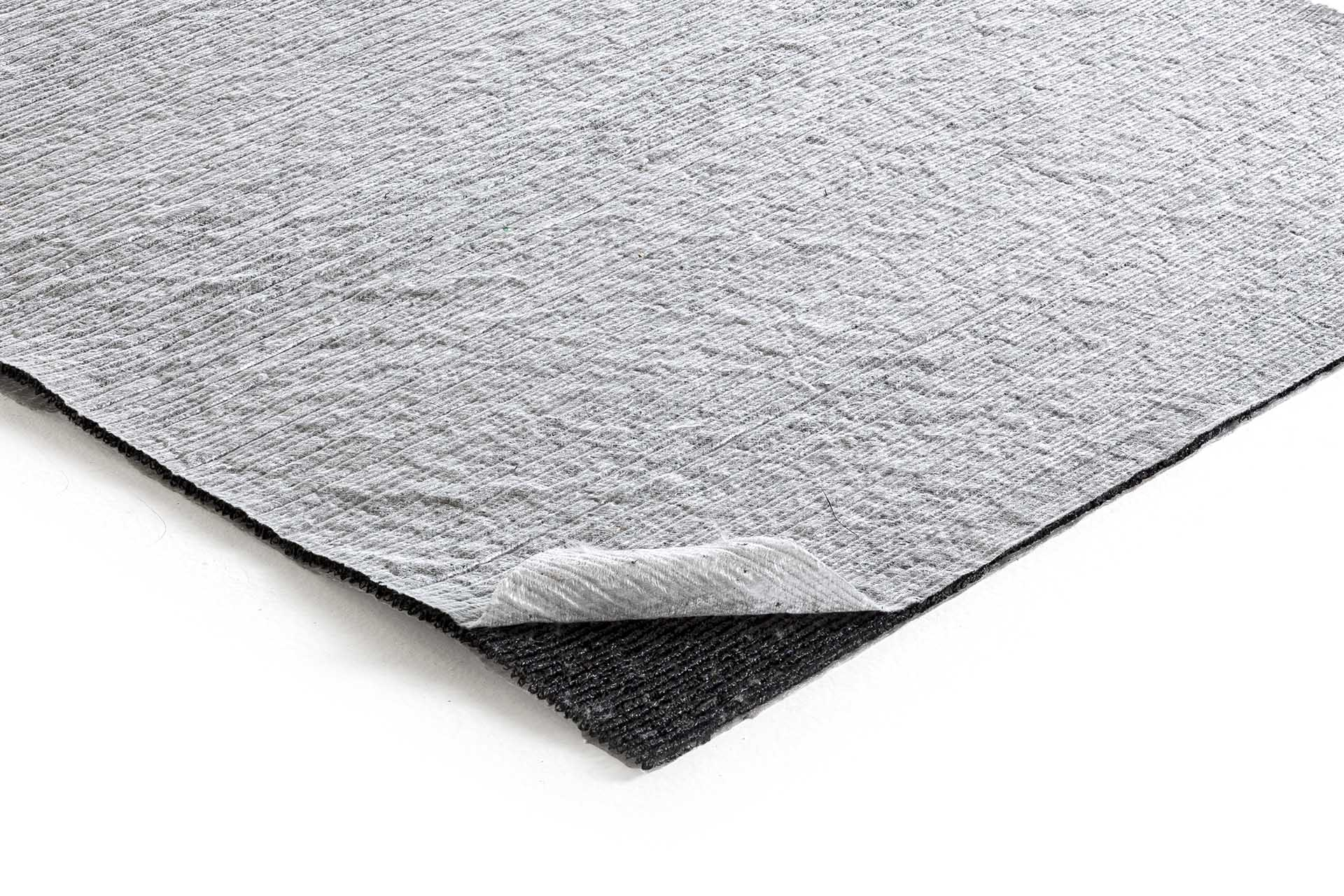 Drainage geocomposite: core of PP monofilaments bonded to 2 nonwoven geotextiles, 8 mm thick